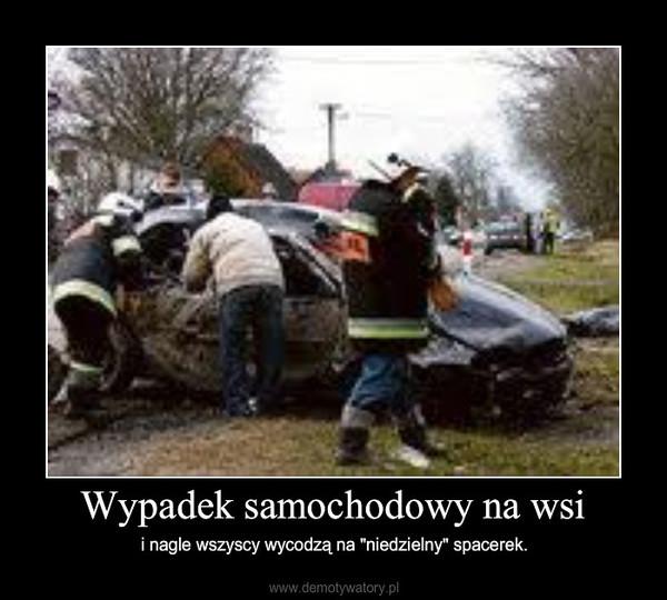 """Wypadek samochodowy na wsi – i nagle wszyscy wycodzą na """"niedzielny"""" spacerek."""