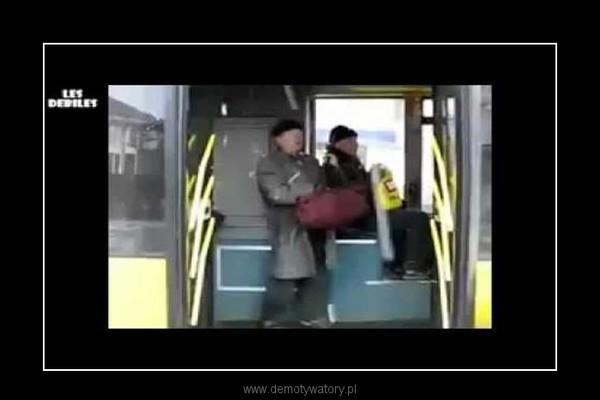 zatrzymywanie autobusu  w Rosji przy uzyciu broni:D –