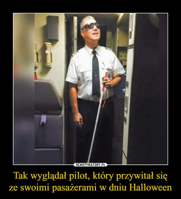Tak wyglądał pilot, który przywitał się ze swoimi pasażerami w dniu Halloween –