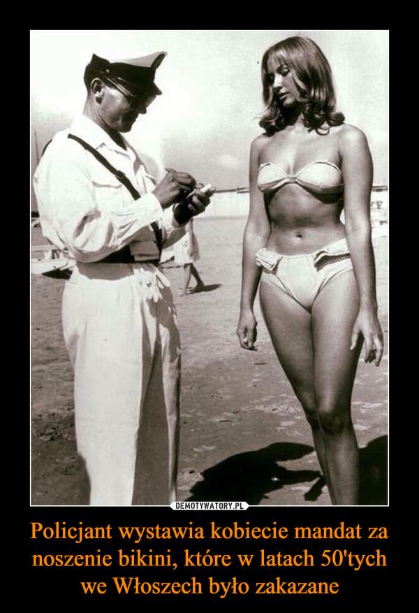 Policjant wystawia kobiecie mandat za noszenie bikini, które w latach 50'tych we Włoszech było zakazane –