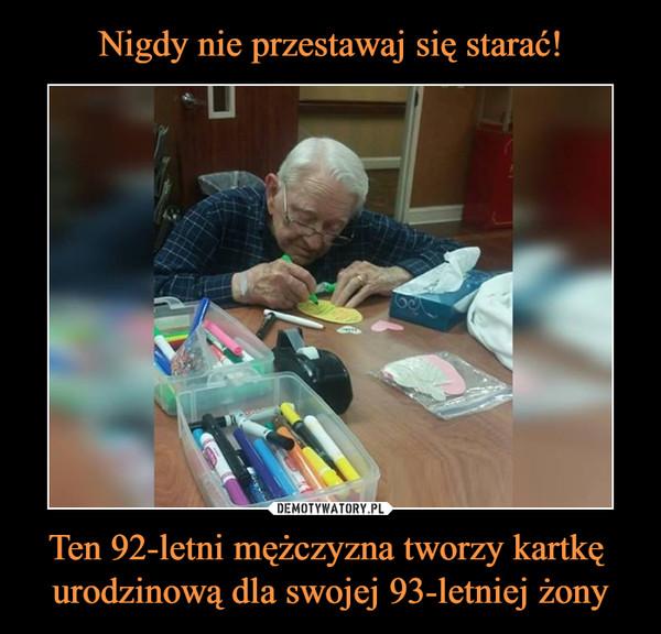 Ten 92-letni mężczyzna tworzy kartkę urodzinową dla swojej 93-letniej żony –