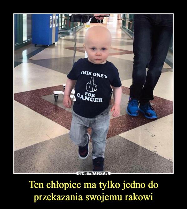 Ten chłopiec ma tylko jedno do przekazania swojemu rakowi –  this one's (finger) for cancer