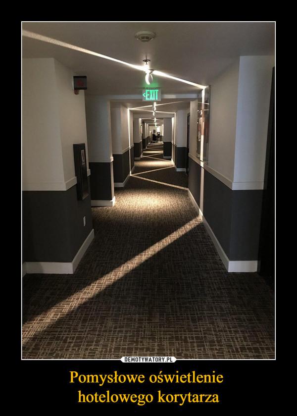 Pomysłowe oświetlenie hotelowego korytarza –