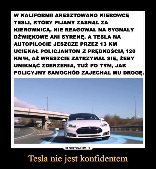 Tesla nie jest konfidentem –  W KALIFORNII ARESZTOWANO KIEROWCĘTESLI, KTÓRY PIJANY ZASNĄŁ ZAKIEROWNICĄ. NIE REAGOWAŁ NA SYGNAŁYDŹWIĘKOWE ANI SYRENĘ. A TESLA NAAUTOPILOCIE JESZCZE PRZEZ 13 KMUCIEKAŁ POLICJANTOM Z PRĘDKOŚCIĄ 120KM/H, AŻ WRESZCIE ZATRZYMAŁ SIĘ, ŻEBYUNIKNĄĆ ZDERZENIA, TUŻ PO TYM, JAKPOLICYJNY SAMOCHÓD ZAJECHAŁ MU DROGĘ.