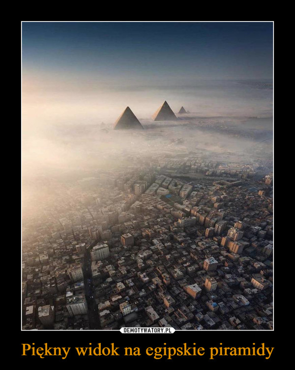 Piękny widok na egipskie piramidy –