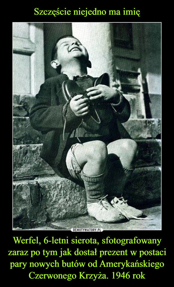 Werfel, 6-letni sierota, sfotografowany zaraz po tym jak dostał prezent w postaci pary nowych butów od Amerykańskiego Czerwonego Krzyża. 1946 rok –
