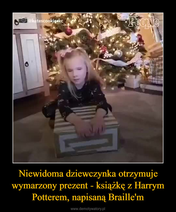 Niewidoma dziewczynka otrzymuje wymarzony prezent - książkę z Harrym Potterem, napisaną Braille'm –